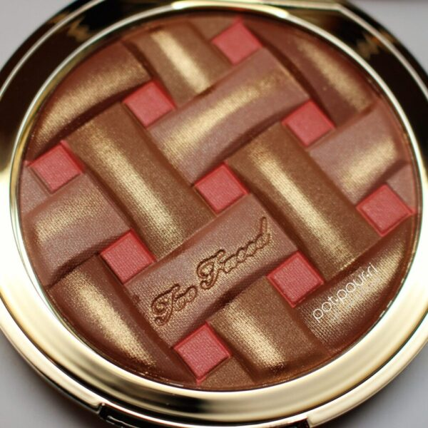 two-faced-matte-bronzer-looks-like-peach-pie-radiant-bronze