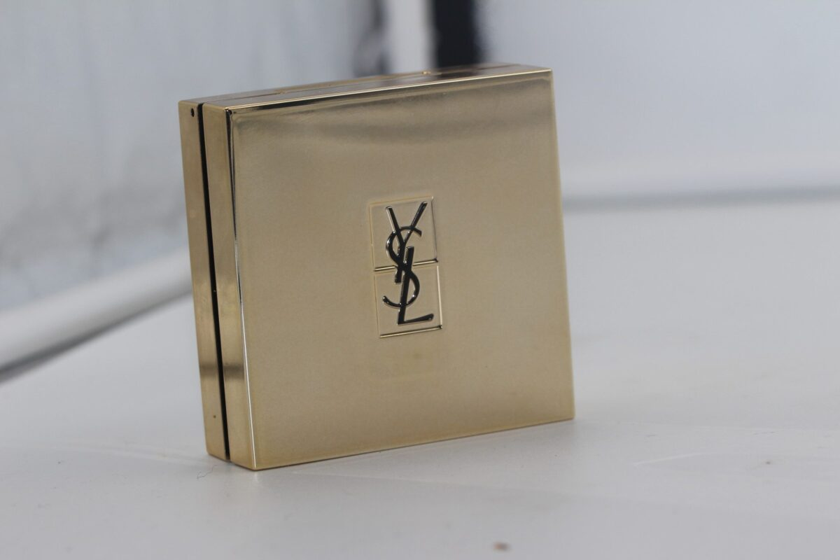 YSL-Touche-Eclat-foundation-cushion-compact-mirrored-gold-with-YSL-logo-